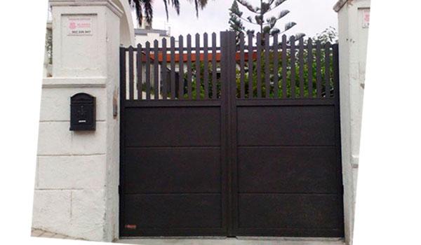 puerta batiente con dos hojas